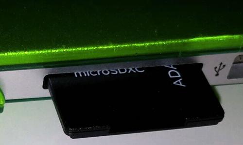 Normaler Adapter im MacBook Air 13: Passt - aber ragt heraus