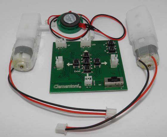 Elektronik: Die Bauteile des Clementoni Cyber Roboters verfügen alle über Molexstecker. Die Montage ist einfach und sicher.