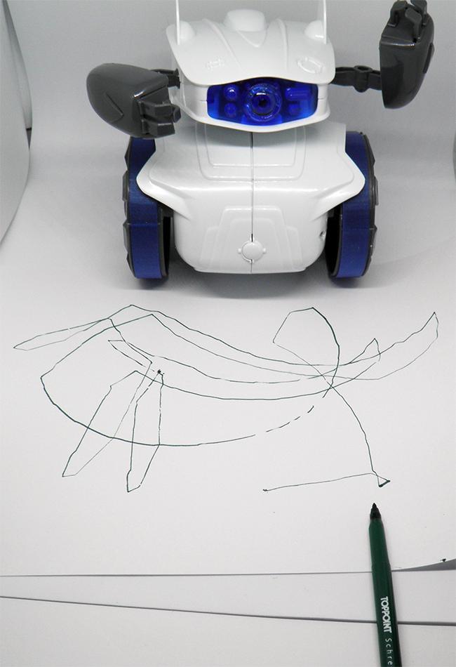 Malender Clementoni Cyber Roboter: Der Filzstift passt gut in die Greifer. Entstanden ist der hässlichste Wal (?), den ich je gesehen habe.