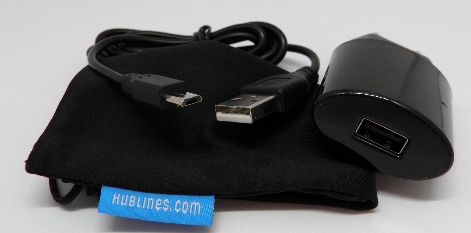 Lieferumfang: HubLines Ladegerät, Micro-USB-Kabel und kleiner Beutel.